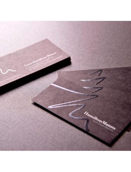 Çift yönlü kadife kaplama kabartma laklı oval kesim  kartvizit